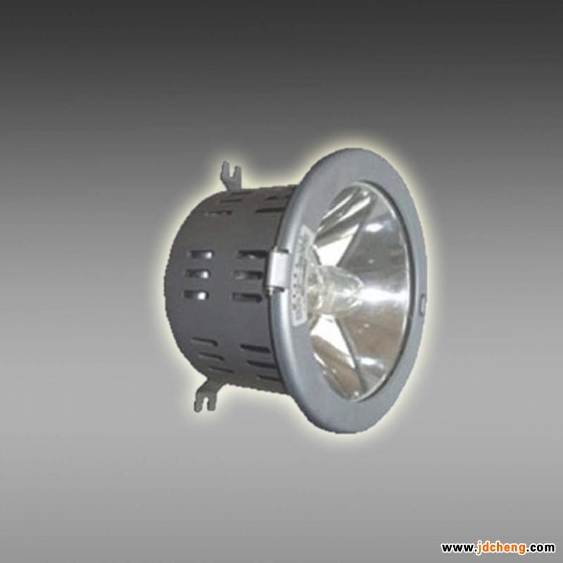 嵌入式棚顶灯 jnf2130 适用场所:嵌入式棚顶灯 防眩棚顶灯 jnf2130 1.适用于铁路行业的无柱风雨蓬、站场作固定照明。 2.适用于各种行业厂房、库房等场所作固定照明。 结构特性: 1.采用高效气体放电光源,光效高、无频闪、无眩光,平均使用寿命达到10000小时以上。 2.人性化结构设计,特殊的开盖设计,安装、维护简单方便。 3.